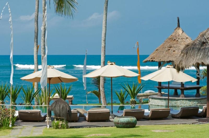 Reclining Sun Loungers - Taman Ahimsa - Seseh, Bali