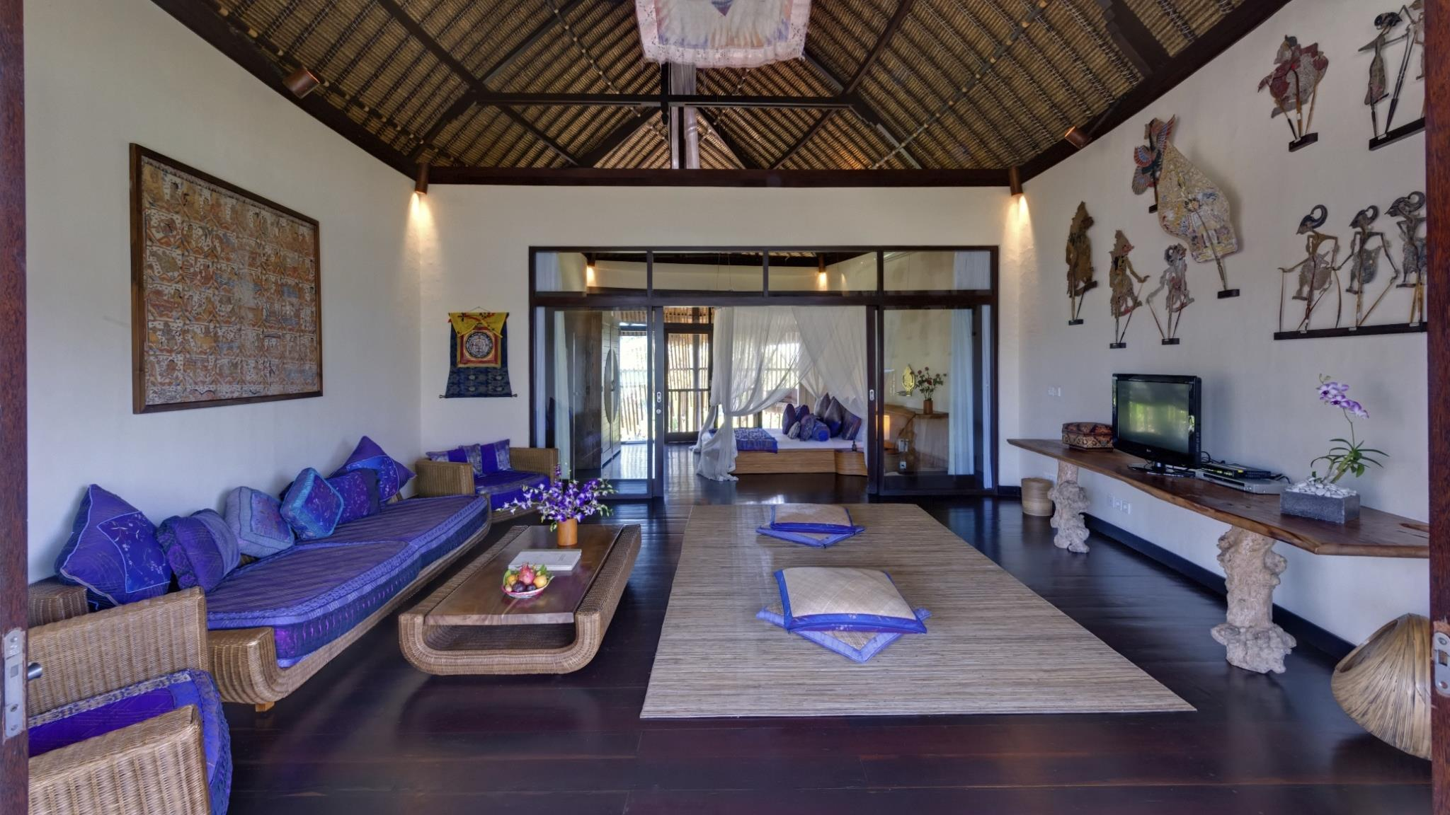 Bedroom with Lounge and TV - Taman Ahimsa - Seseh, Bali