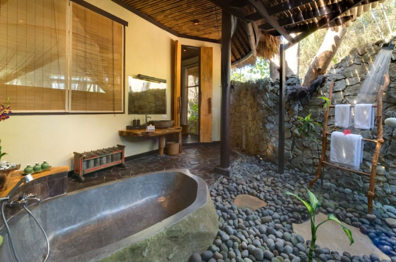 Semi Open Bathroom with Bathtub - Taman Ahimsa - Seseh, Bali