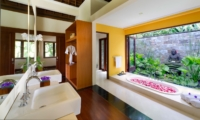 En-Suite Bathroom with Bathtub - The Arsana Estate - Tabanan, Bali