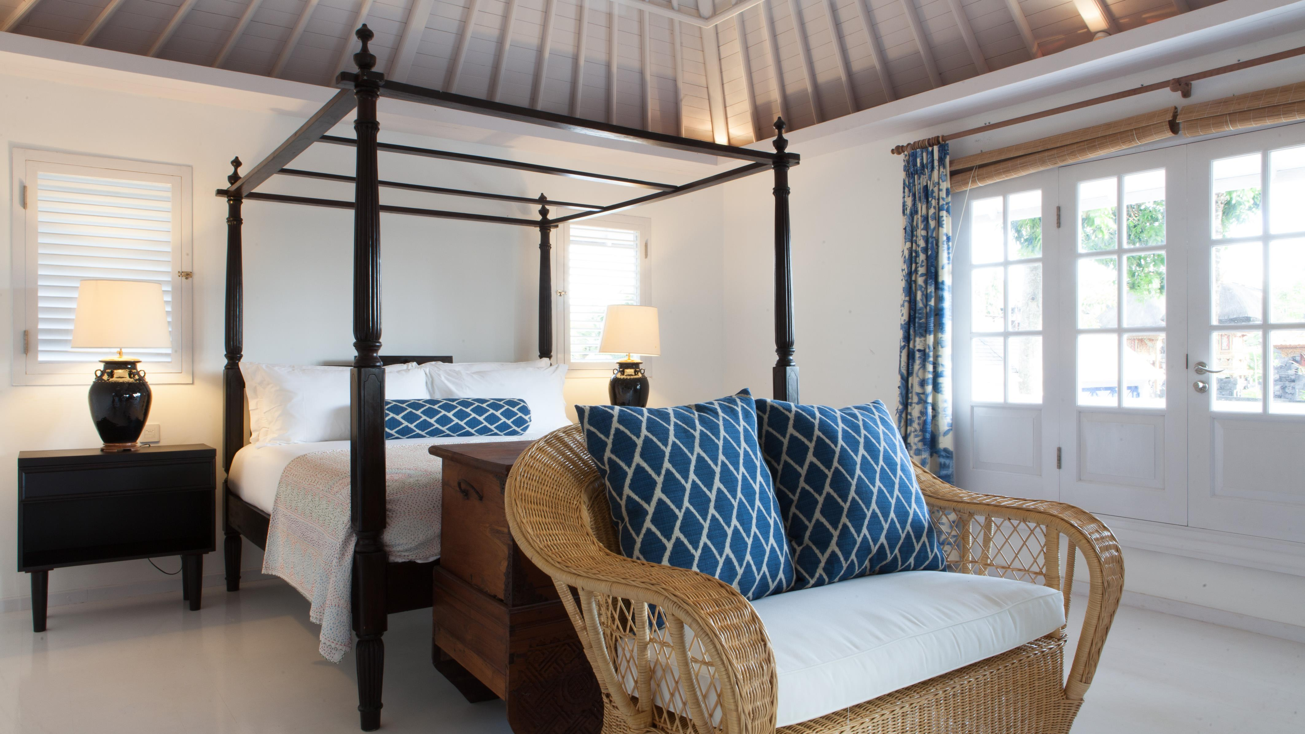 Bedroom with Four Poster Bed - The Cotton House - Seminyak, Bali