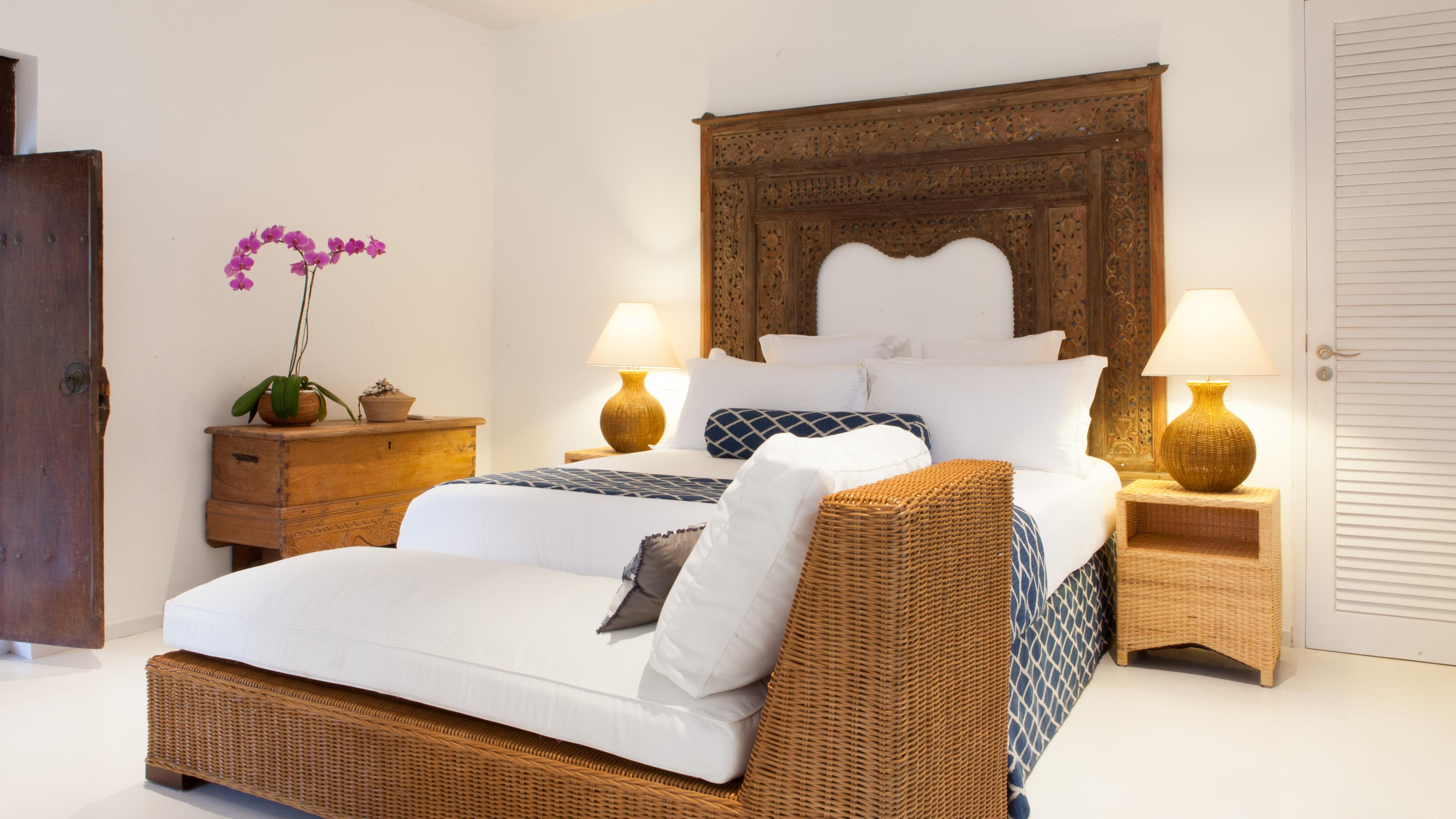 Bedroom with Table Lamps and Sofa - The Cotton House - Seminyak, Bali
