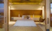 Bedroom with Lamps - The Iman Villa - Pererenan, Bali