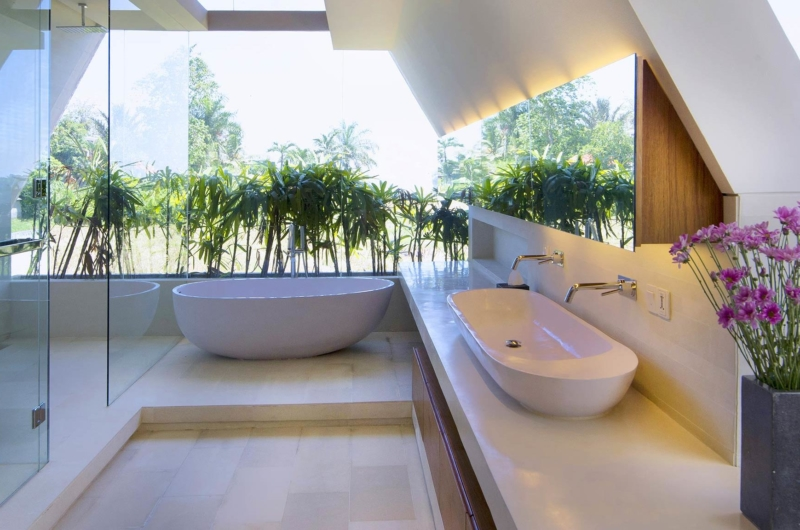 En-Suite Bathroom with Bathtub - The Iman Villa - Pererenan, Bali