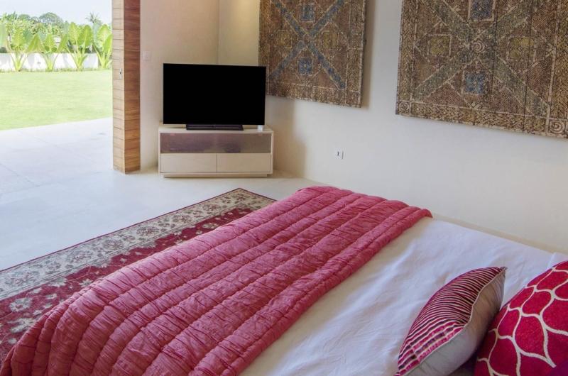 Room with TV - The Iman Villa - Pererenan, Bali