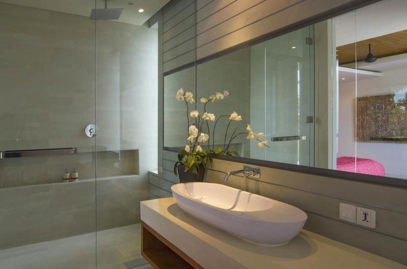Spacious Bathroom with Shower - The Iman Villa - Pererenan, Bali
