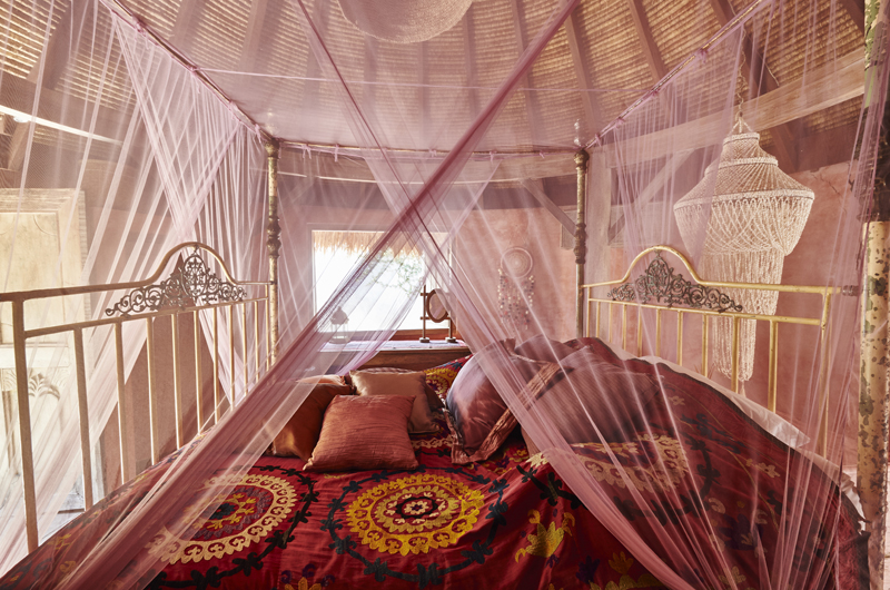 Four Poster Bed - The Island Houses - Round House - Seminyak, Bali