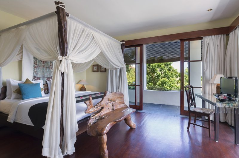 Bedroom with Four Poster Bed - The Longhouse - Jimbaran, Bali