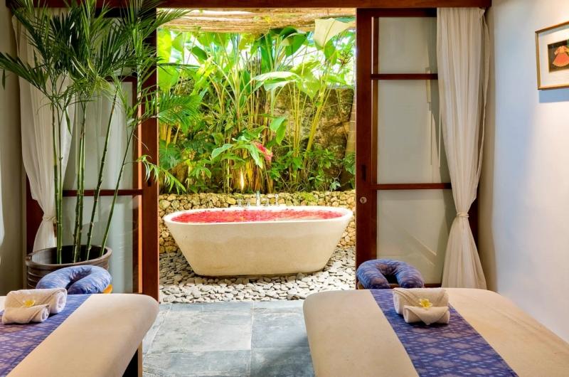 Spa with Bathtub - The Longhouse - Jimbaran, Bali