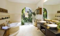 En-Suite Bathroom with Bathtub - The Baganding Villa Bali - Seminyak, Bali