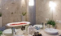 En-Suite Bathroom with Bathtub - The Residence - Seminyak, Bali