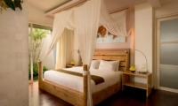 Bedroom with Wooden Floor - The Seiryu Villas - Seminyak, Bali