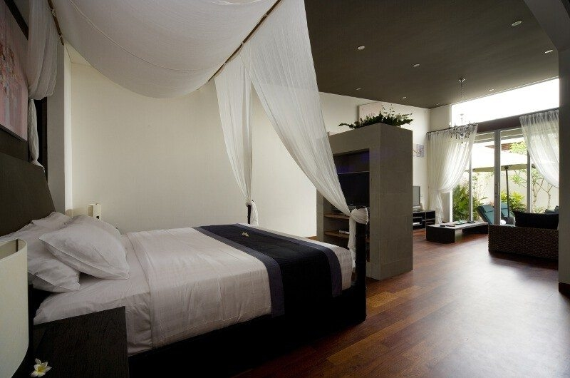 Bedroom with Mosquito Net - The Seiryu Villas - Seminyak, Bali