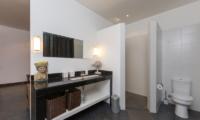 Spacious Bathroom with Mirror - The Uma Villa - Canggu, Bali