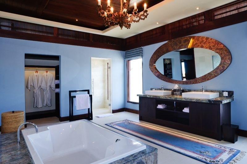 His and Hers Bathroom with Bathtub - The Ungasan Clifftop Resort Santai Sorga - Uluwatu, Bali