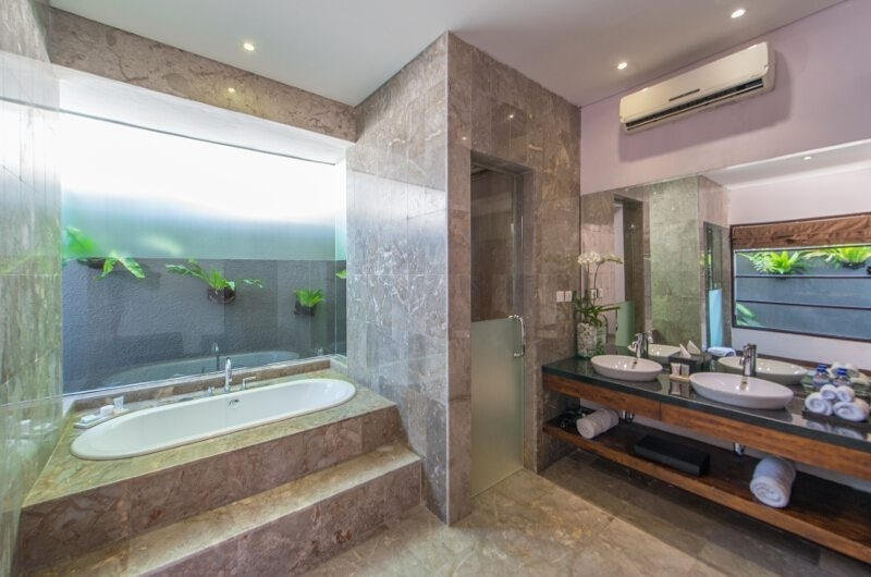 Bathroom with Bathtub - The Wolas Villas - Seminyak, Bali