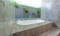 Bathtub - The Wolas Villas - Seminyak, Bali