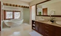 En-Suite Bathroom with Bathtub - Tirta Nila - Candidasa, Bali