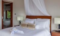 Bedroom and En-Suite Bathroom - Tirta Nila - Candidasa, Bali