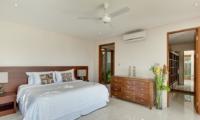 Spacious Bedroom with Table Lamps - Tirta Nila - Candidasa, Bali