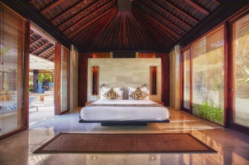 Spacious Bedroom - Tukad Pangi Villa - Canggu, Bali