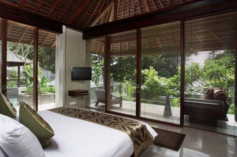 Bedroom with TV - Tukad Pangi Villa - Canggu, Bali