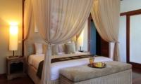 Bedroom with Mosquito Net - Umah Di Sawah - Canggu, Bali