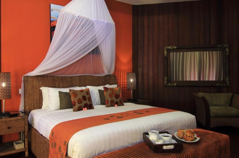 Bedroom with Table Lamps - Umah Di Sawah - Canggu, Bali