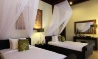 Twin Bedroom with Mirror - Umah Di Sawah - Canggu, Bali