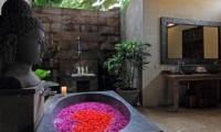 Semi Open Bathroom with Bathtub - Umah Di Sawah - Canggu, Bali