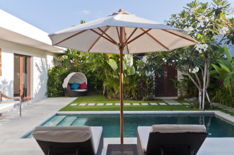 Sun Beds - Umah Kupu Kupu - Seminyak, Bali