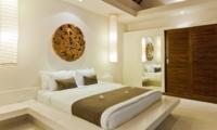 Bedroom with Mirror - Umah Kupu Kupu - Seminyak, Bali
