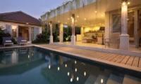 Pool Side - Umah Di Desa - Batubelig, Bali
