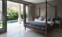Four Poster Bed with Pool View - Umah Di Desa - Batubelig, Bali