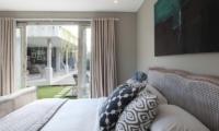 Bedroom with Garden View - Umah Di Desa - Batubelig, Bali
