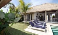 Sun Loungers - Umah Di Desa - Batubelig, Bali