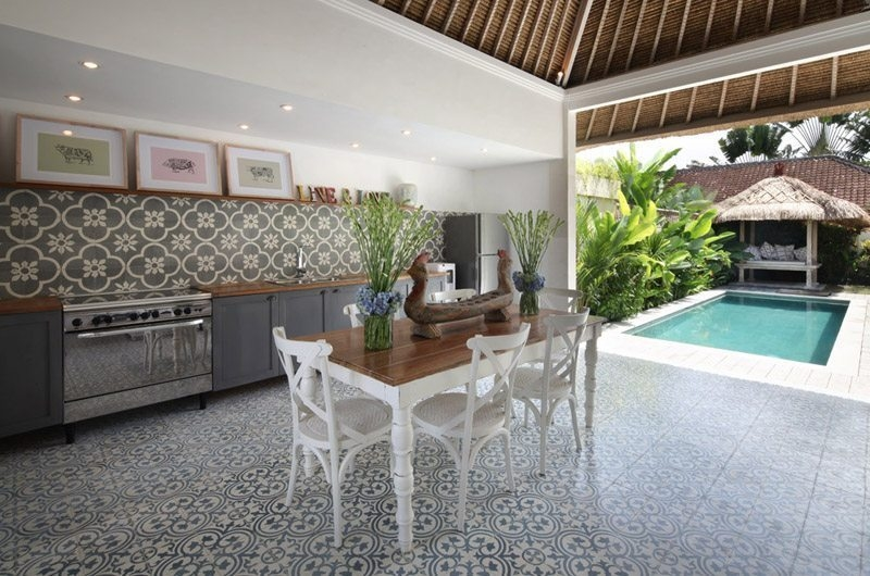 Kitchen and Dining Area with Pool View - Umah Di Desa - Batubelig, Bali