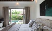 Bedroom with Pool View - Umah Di Desa - Batubelig, Bali