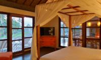 Bedroom with TV - Umah Jae - Ubud, Bali