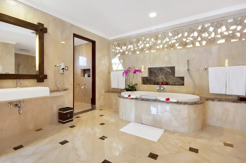 Bathroom with Bathtub - Viceroy Bali - Ubud, Bali