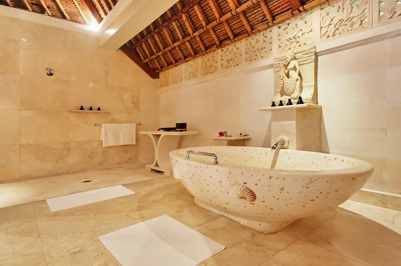 En-Suite Bathroom with Bathtub - Viceroy Bali - Ubud, Bali