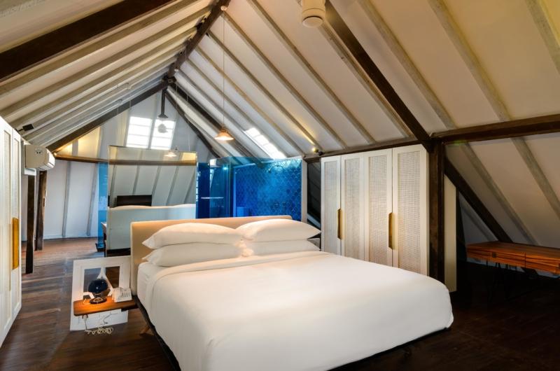 Bedroom with Wooden Floor - Villa 1880 - Batubelig, Bali