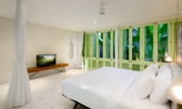 Spacious Bedroom with TV - Villa 1880 - Batubelig, Bali