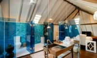 En-Suite Bathroom - Villa 1880 - Batubelig, Bali
