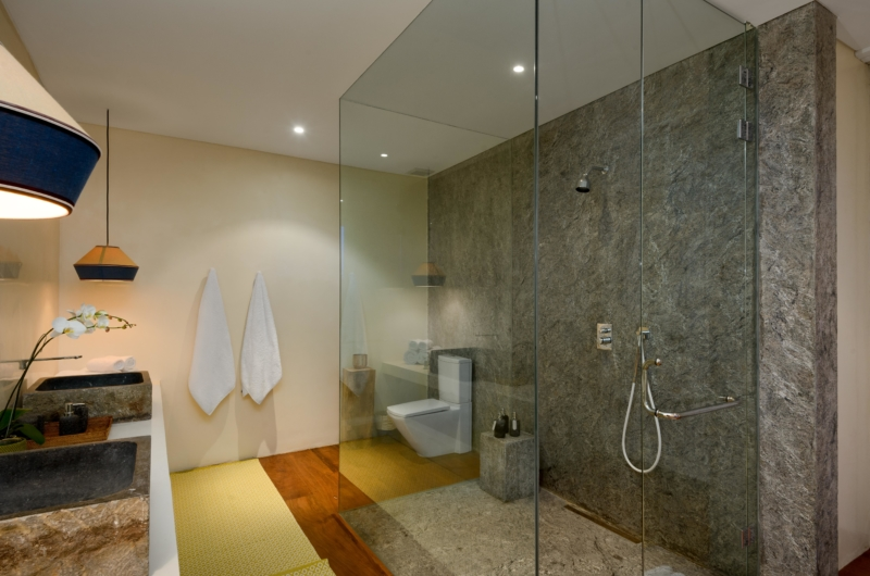En-Suite Bathroom with Shower - Villa 1880 - Batubelig, Bali