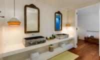 His and Hers Bathroom with Mirror - Villa 1880 - Batubelig, Bali