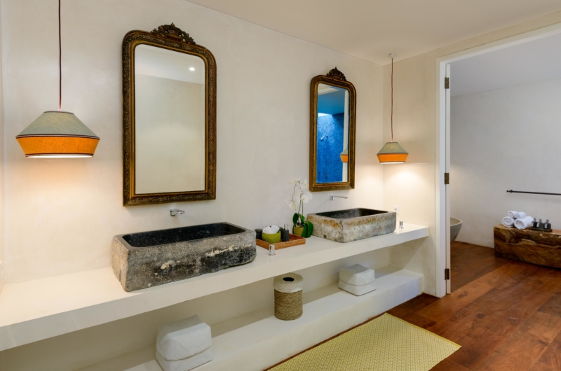 His and Hers Bathroom with Mirror - Villa 1880 - Batubelig, Bali