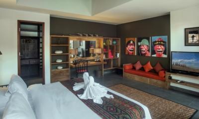 Bedroom with TV - Villa Abakoi - Seminyak, Bali