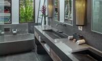 Bathroom with Bathtub - Villa Abakoi - Seminyak, Bali