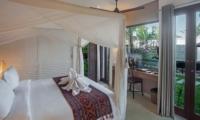 Bedroom with Study Table - Villa Abakoi - Seminyak, Bali